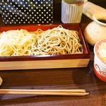 蕎麦見世のあみ - 二色蕎麦と桜海老かき揚げ御膳(二色蕎麦)