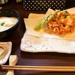 74626407 - 二色蕎麦と桜海老かき揚げ御膳(とろろご飯、桜海老かき揚げ)