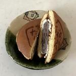つじの蔵 - 料理写真:どら焼きの中に大福がまるごと。