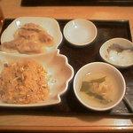 上海厨房 楊家楼 - 炒飯セット、(水餃子つき)