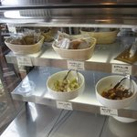 7463603 - レジ横のショーケース型冷蔵庫にはフレンチトースト・マリネ・トマト煮などが陳列