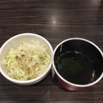 74636055 - 付け合わせのサラダとスープ