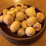 くろふね - 突き出しのナッツ