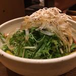 車 - 鶏と水菜のサラダ