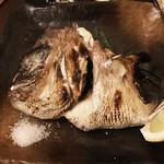 魚と酒と串 ちろり - 鯛のカマ焼き(480円)