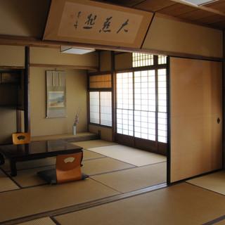 周りを気にせずお食事を楽しめる、完全個室を完備しております。
