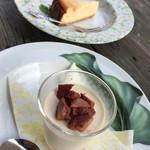 デルソーレ - 手前 ほうじ茶のババロア栗のせ 奥 チーズケーキ