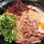 油そば まぜ飯 龍の羽 - 龍の羽油そば700円。濃厚豚骨×鶏スープで食べる油そばです。