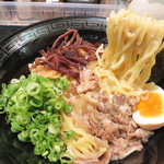 油そば まぜ飯 龍の羽 - 麺は、細麺と縮れ麺から選べます。