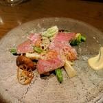 ワインバーD - 和牛もも肉の温かいカルパッチョとパルミジャーノ、温野菜サラダ