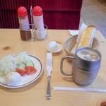 コメダ珈琲店 - モーニングサービスにミニサラダ