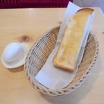 コメダ珈琲店 - モーニングサービスはトースト半分とゆで卵付