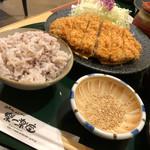楽一楽座 - 料理写真:ロースかつ定食