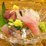 築地 Azami - 鰹、ハタ、鯵、刺身三種盛り (1,000円+税)