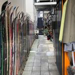 パインフィールズマーケット - 自転車屋さんの奥に店舗があります
