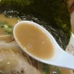 九州大分らぁめん たまがった - 醤油豚骨スープ