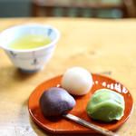 新鶯亭 - 鶯だんご 一人前3個¥600