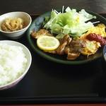 ポトス - 料理写真:日替わり900円税込。チキンソテーにオムレツ他