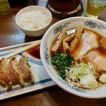 瀧井 - とんそば 820円 + 餃子セット 300円
