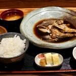 魚の郷 こにし - 煮魚定食は鯛のお頭でした。