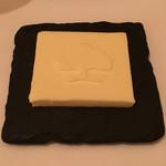 レストラン・モリエール - モリエールのマークが入ったバター