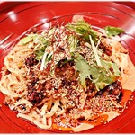 金蠍 - 汁なし金胡麻担々麺(3辛) 780円  胡麻の香りとコクのある旨味が印象的な一杯です♪