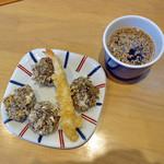 与喜饂飩 - もずくと海老の天ぷら