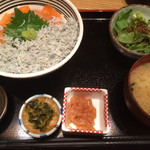 阿吽亭 - トロサーモンと釜揚げしらす丼定食