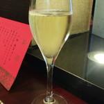 ホテルオークラ 中国料理「桃花林」 - スパークリングワイン