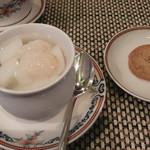 ホテルオークラ 中国料理「桃花林」 - ライチ入り杏仁豆腐 一口菓子 甘さ控えめで美味しい