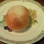 ビストロ ル・ミディ - ミディコース 1260円 の自家製パン