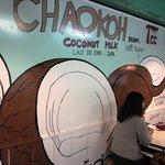 ソムチャイ - ココナッツの壁画と友人・Jちゃんの背中☆