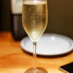 74701848 - まずはスパークリングワインでのどを潤しましょ~