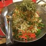 博多ガラクタ屋台 - もんじゃ風サラダ!男の後輩も満足する味でした。