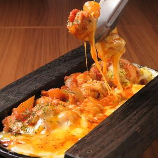 国産の鶏肉を使ったチーズダッカルビがイチオシ☆