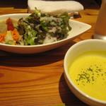 ビストロ やまごや - 前菜サラダ+かぼちゃのスープ