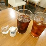 Honey Hunt Café - アイスコーヒーとアイスティー