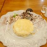 Honey Hunt Café - クリームチーズとオレオのパンケーキ