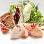 ラ・カロッツァ - ノルウェーサーモンとモルタデラソーセージ2種のムース アンティーブのサラダ仕立て
