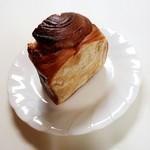 マナのパン工房 - 料理写真:しっとりキャラメルロール 118円