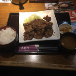 74707486 - 国産豚の炭火焼定食(880円)