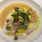 フェルム ド レギューム - 真鯛のポワレ レモンサフランソース