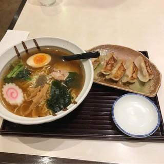 京らーめん 糸ぐるま 関内マリナード店 - にぼしらーめんランチ。 税込780円。 美味し。
