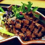 74711717 - 奈良牛の網焼き ニラのペーストに爆ぜた山椒の実