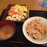 木曽路 - サラダ、野菜、炊き込みご飯