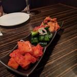 焼肉・韓国料理 KollaBo - キムチ盛り合わせ