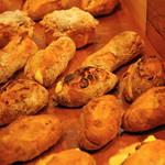 ブランジェカイチ - ゆったりジャズが流れる古民家パン屋。気分よくお気に入りのパンを見つけてください