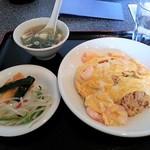 りぼん - 料理写真:エビ入りチャーハン 780円