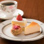 Cafe Tristan  - かわいいケーキを3つ選んで自分だけのケーキSetに。