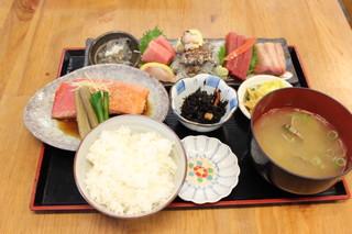 海辺 - 海の幸定食(お刺身+金目鯛の煮つけ付)
